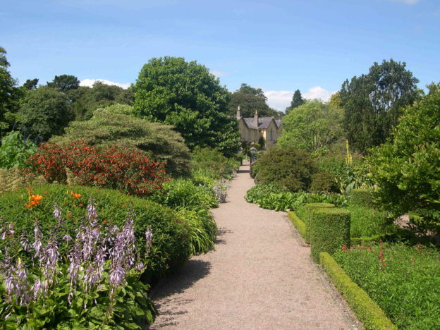 https://commons.wikimedia.org/wiki/File:Rowallane_Garden.JPG#/media/File:Rowallane_Garden.JPG